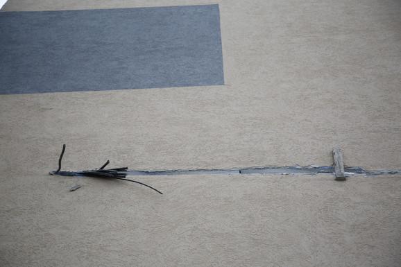 Kabl koji je uzidan u zgradu