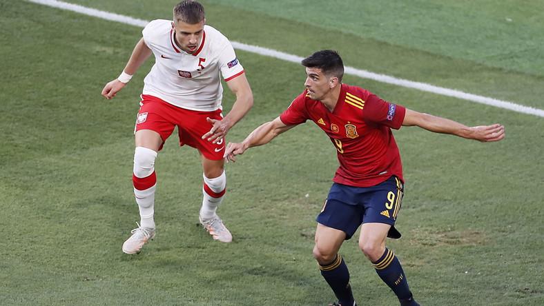 Jan Bednarek w meczu z Hiszpanią