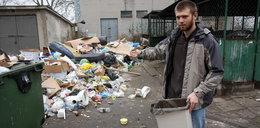 Toniemy w odpadach