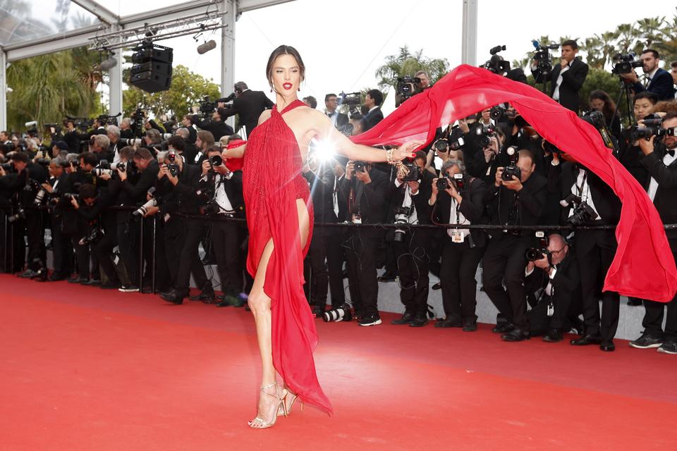 "Cannes 2019: Alessandra Ambrosio na premierze filmu ""Les Miserables"""