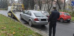 Auta trafiły na lawety, straż miejska nie przyznaje się do błędu