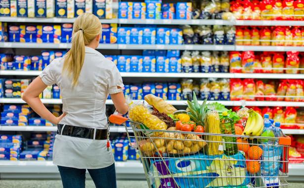 Im więcej Polacy będą zarabiać, tym mniejszy odsetek wydatków będą stanowiły artykuły pierwszej potrzeby, w tym żywność.