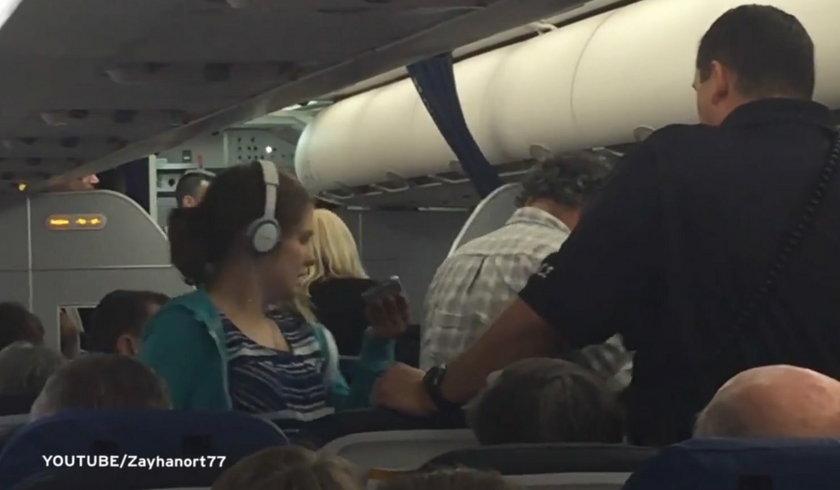 Wyrzucili 16-latkę z samolotu bo ma autyzm!