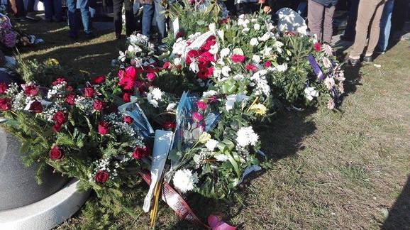 Cveće na Oliverovom grobu