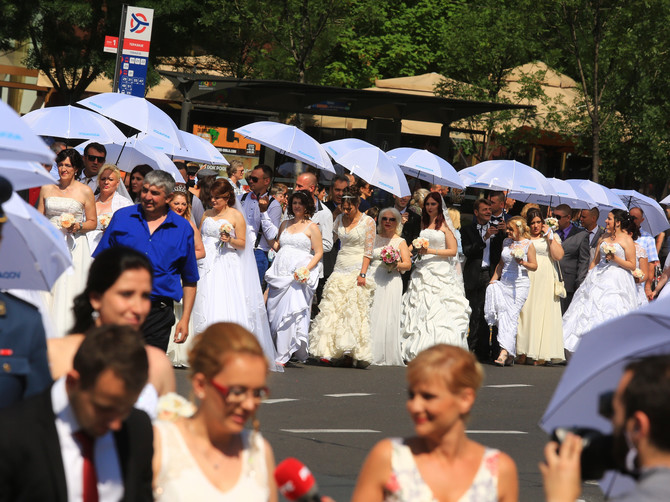 Juče je ceo svet gledao venčanje Megan i Harija: A danas o njihovom venčanju priča CELA SRBIJA