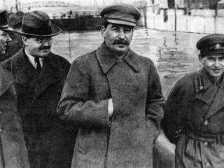 Russia / Soviet Union: Josef Stalin walking with Vyacheslav Molotov (left) and Nikolai Yezhov (right