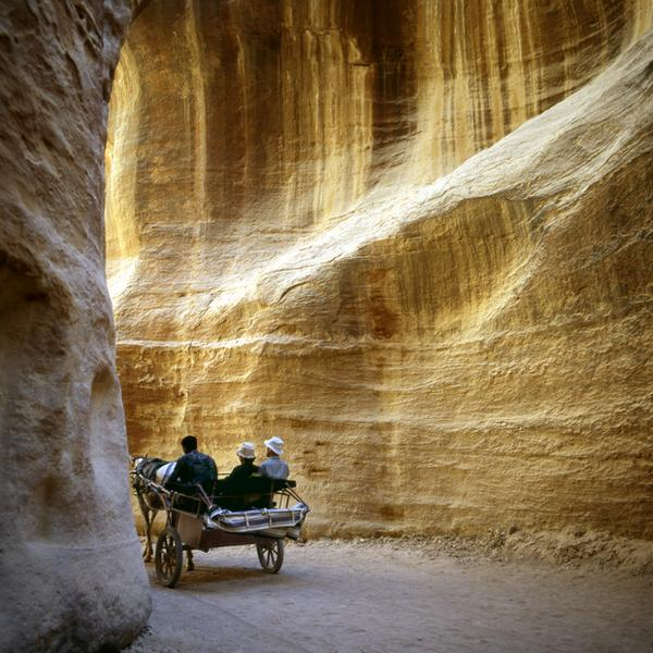 Petra, Beduin wiozący turystów przez kanion