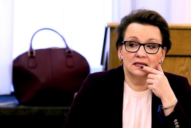 Minister edukacji narodowej Anna Zalewska podczas wspólnego posiedzenia sejmowych Komisji Edukacji, Nauki i Młodzieży oraz Samorządu Terytorialnego i Polityki Regionalnej