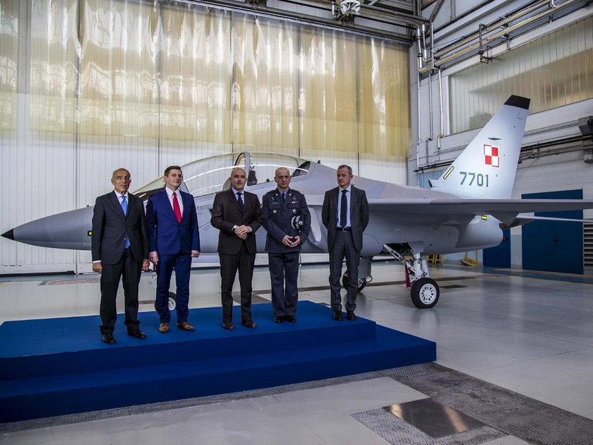 Nowe samoloty dla pilotów w Dębilnie
