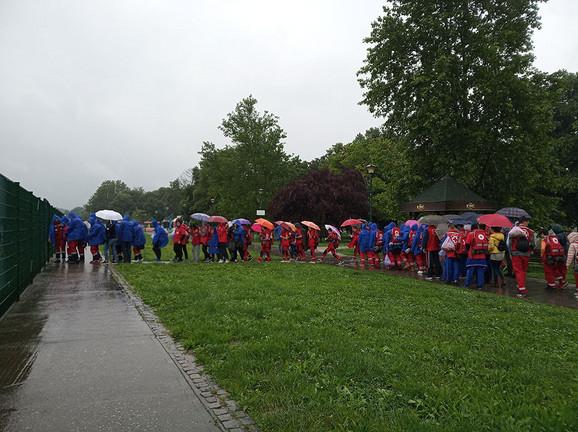 Nije smetala ni kiša: Ekipe beogradskih organizacija takmičile se u pružanju prve pomoći