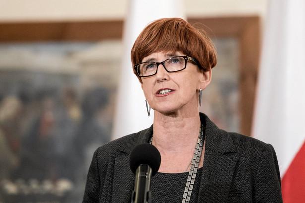 Elżbieta Rafalska: Bez zakazu handlu w niedzielę w 2017 r.