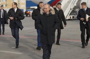 PUTINOV NEPROBOJNI ŠTIT Ruski predsednik svetom putuje posebnim avionom, čuvaju ga VIDLJIVI I NEVIDLJIVI SPECIJALCI, a evo kako izgledaju pripreme