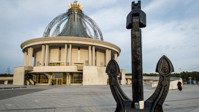 Świątynia pod wezwaniem Najświętszej Maryi Panny Gwiazdy Nowej Ewangelizacji i Błogosławionego Jana Pawła II powstaje w Toruniu. Zaprojektował ją architekt Andrzej Ryczek