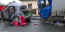 Wypadek koło Uniejowa. Dwie osoby nie żyją
