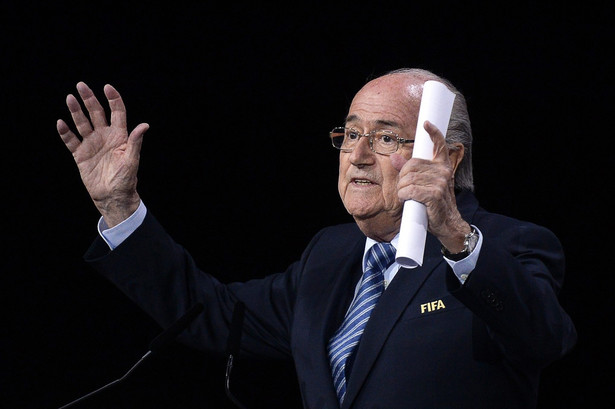 Sepp Blatter ponownie został wybrany na to stanowisko mimo, iż głosowanie przebiegało w atmosferze skandalu korupcyjnego
