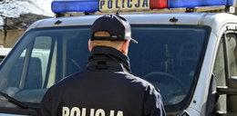 Kierowca ciągnął za samochodem policjanta
