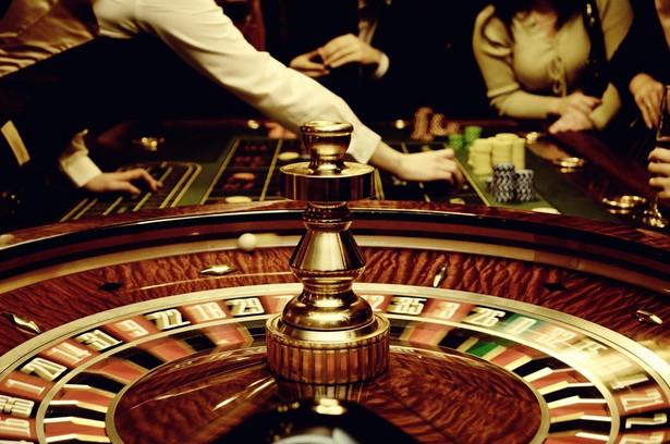 TS rozpoczął realizację wdrożenia kasyna internetowego po nowelizacji ustawy o grach hazardowych, która spowodowała objęcie tego obszaru rynku monopolem państwa. W tym celu spółka nawiązała współpracę z konsorcjum Playtech Services oraz Playtech Software. W ofercie Total Casino znajduję się kilkadziesiąt gier, w tym m.in. karciane i ruletka.