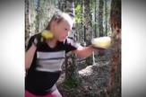 YT_devojcica_protiv_drveta_vesti_blic_safe
