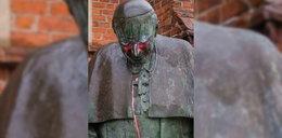 Szok w Starogardzie Gdańskim! Zdewastowali pomnik papieża