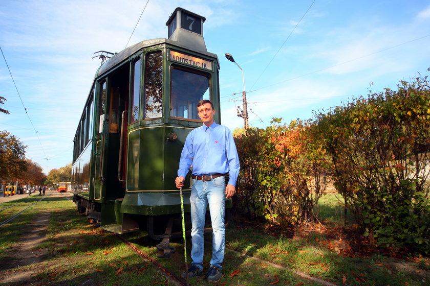Kwesta na Starym Cmentarzu w Łodzi i Sanok, zabytkowy tramwaj. Tomasz Adamkiewicz zbiera na upamiętnienie Hermana Wernera