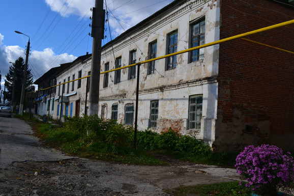 U Čekalinu živi gotovo hiljadu ljudi, što ga stavlja na peto mesto liste najmanjih gradova na svetu