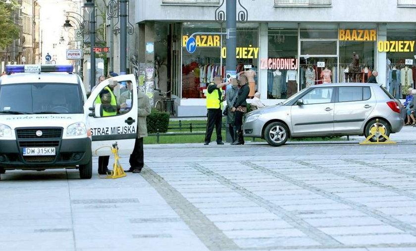 Strażnicy miejscy dajcie spokój kierowcom!