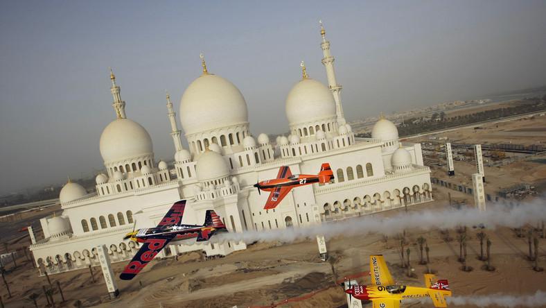 Wcale nie boją się, że samolot zahaczy o meczet