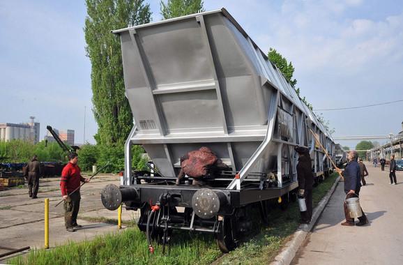 "Posle dugogodišnje privredne agonije juče je isporučeno prvih 40 vagona slovačkoj firmi ""Axbenet"""