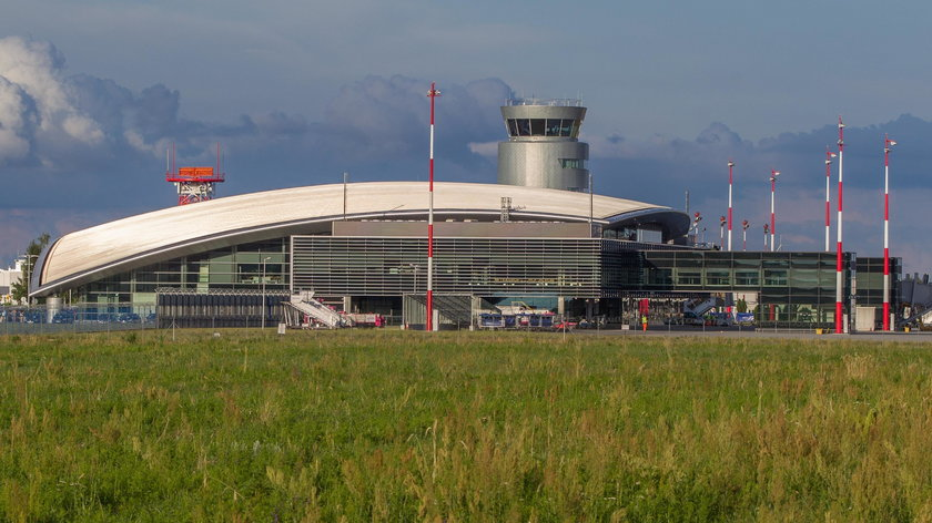 Wypadek na lotnisku w Jasionce. Trzy osoby ranne