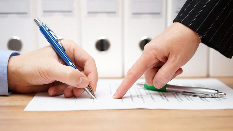 okres wypowiedzenia, wypowiedzenie umowy na czas określony 2021, nieokreślony, umowa o pracę, dokument, podpis