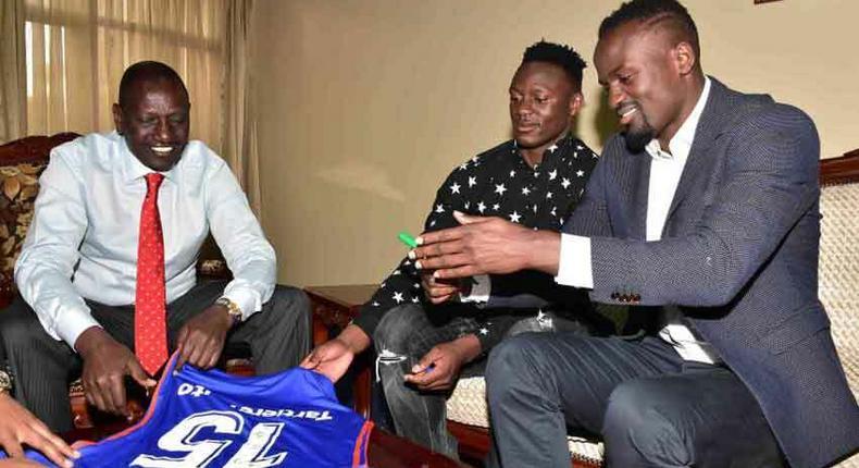 File image of McDonald Mariga with Victor Wanyama and DP Ruto