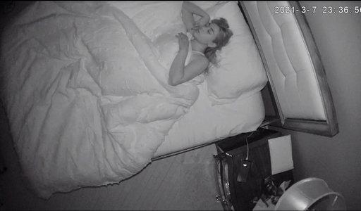Szokujące odkrycie 24-letniej niani. Pan domu ukrył w jej pokoju kamerę i...