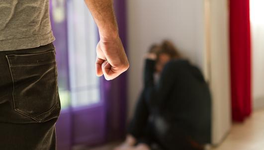 Jest akt oskarżenia przeciwko byłemu radnemu, który miał znęcać się nad żoną
