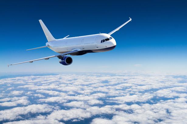 Rok temu francuski rząd udzielił liniom AF-KLM pożyczkę w wysokości 7 mld euro pod warunkiem rezygnacji z niektórych lotów krajowych.
