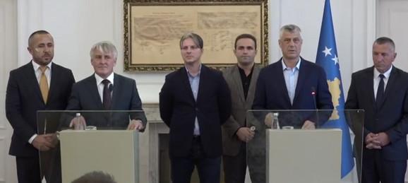 Hašim Tači sa Albancima iz Preševske doline u Prištini