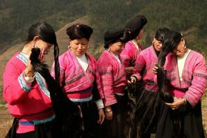 Ove žene imaju najbolju kosu na svetu, i nemaju sede ni kad napune 70. U čemu je NJIHOVA TAJNA? (FOTO)