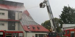 Pożar szkoły w Świerznie. Trwa akcja strażaków