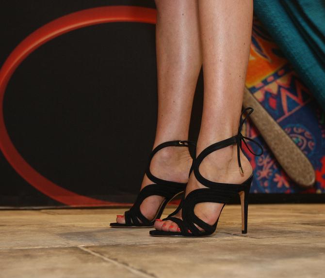 Nataša Bekvalac hoda u sjajnim sandalama