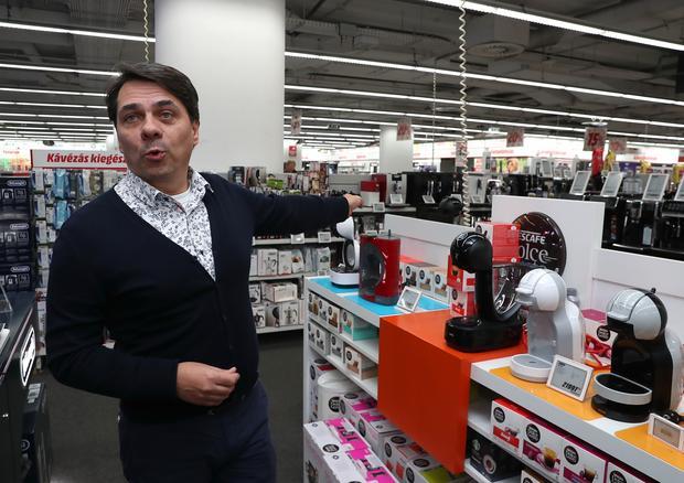 Mihók György ügyvezető szerint a műszaki cikkek mindig slágerek /Fotó: Pálszabó Zoltán