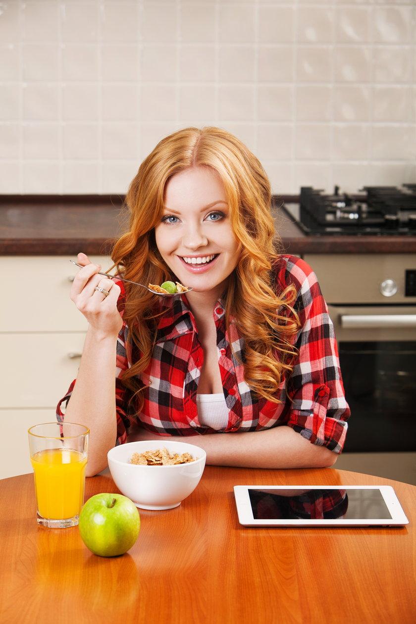 Dieta online zapewne sprawdzi się wśród osób, które potrzebują profesjonalnych porad prosto na swój telefon, by móc w ten sposób kontrolować na bieżąco to, co dzieje się z ich organizmem.