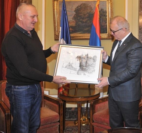 Slika na poklon od Gorana Vesića