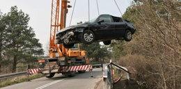 Samochód spadł z wiaduktu. Śmierć kobiety, dwóch rannych walczy o życie
