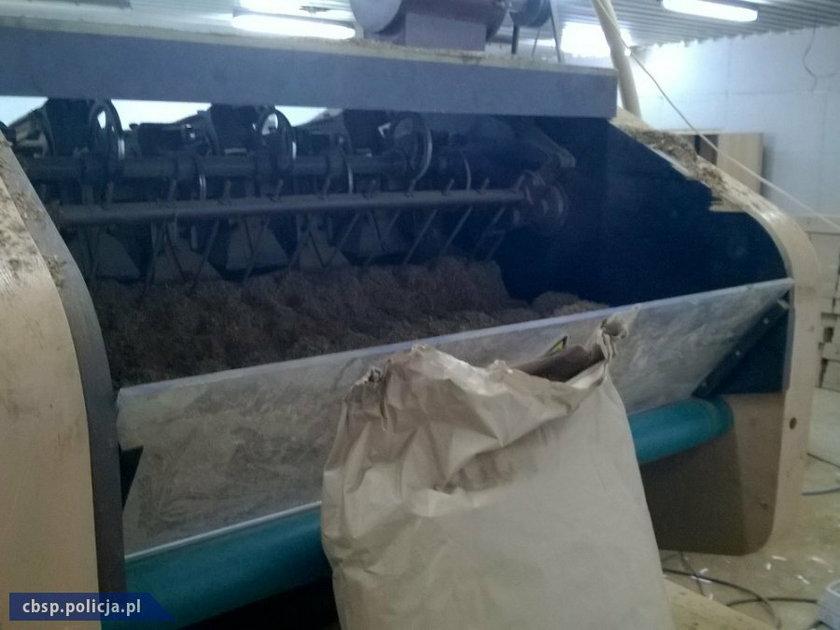 Policjanci rozbili nielegalną fabrykę papierosów