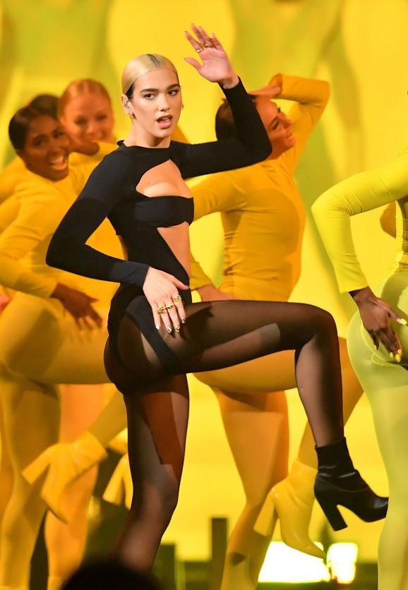 MTV EMA - Dua Lipa na sceni