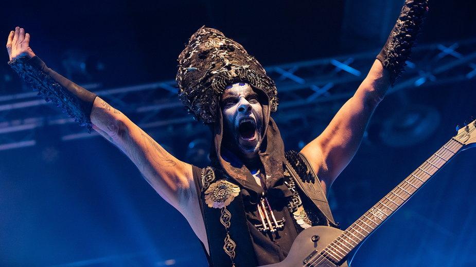 """Adam """"Nergal"""" Darski na koncercie zespołu Behemoth"""