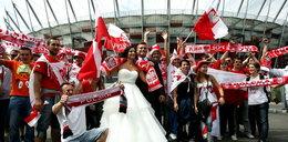 Zamiast na wesele, poszli na stadion