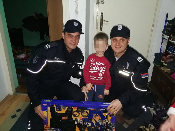Viktor i policajci, novogodišnja želja