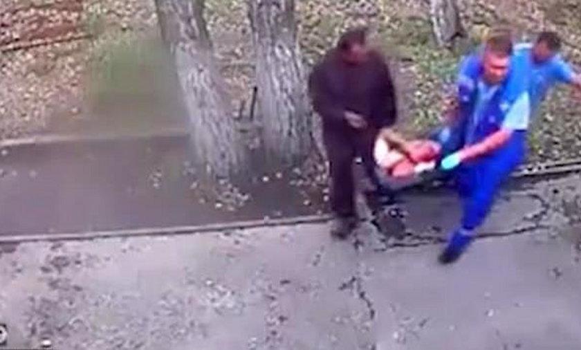 Chciał nakarmić niedźwiedzia mlekiem, skończył bez ręki