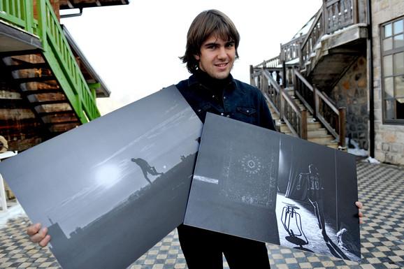 Mladi umetnik Janko Kusturica kaže da su na njegov fotografski izraz uticali Stenli Kjubrik i Kartje Breson, te da njih nije bilo, ne bi bilo ni ovih fotografija ovakve kakve su