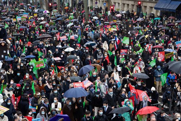 W drugim dniu protestów i manifestacji przeciwko ustawie bioetycznej do starć jej krytyków i zwolenników doszło w Lyonie.